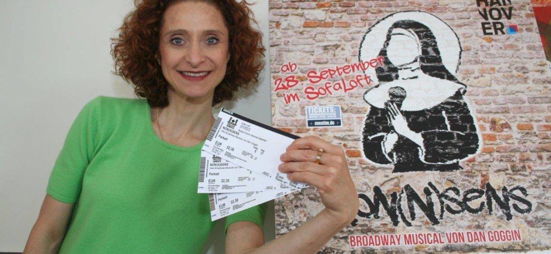 Julia Goehrmann präsentiert die ersten Tickets