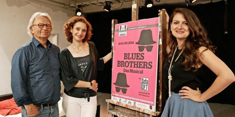 Die-Blues-Brothers-duesen-ins-Sofa-Loft_big_teaser_article